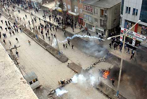 Yüksekova'da Newroz Gerginliği 12