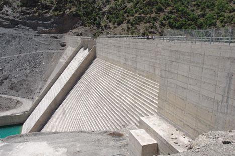 Baraj yapımında çalışan araçlar ateşe verildi 10