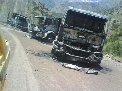 Baraj yapımında çalışan araçlar ateşe verildi 15