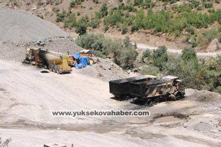 Baraj yapımında çalışan araçlar ateşe verildi 23