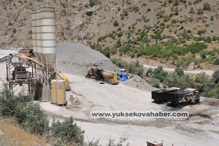 Baraj yapımında çalışan araçlar ateşe verildi 24
