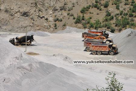Baraj yapımında çalışan araçlar ateşe verildi 29