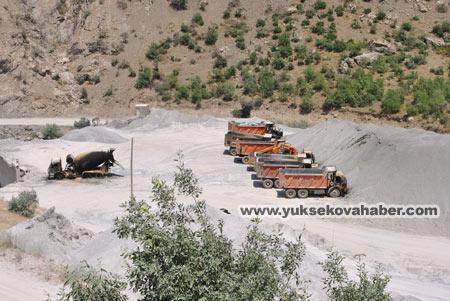 Baraj yapımında çalışan araçlar ateşe verildi 33
