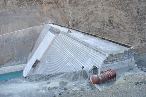 Baraj yapımında çalışan araçlar ateşe verildi 4