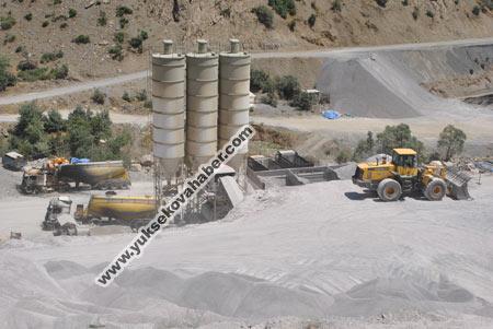 Baraj yapımında çalışan araçlar ateşe verildi 41