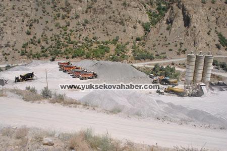 Baraj yapımında çalışan araçlar ateşe verildi 42