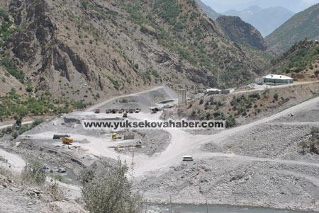 Baraj yapımında çalışan araçlar ateşe verildi 43