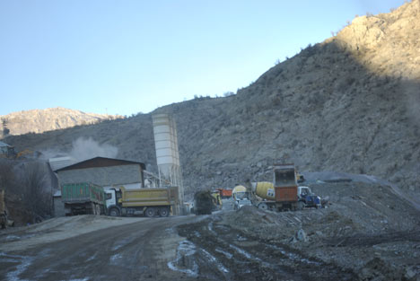 Baraj yapımında çalışan araçlar ateşe verildi 5
