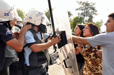 Diyarbakır'da BDP'li vekillere müdahale 10
