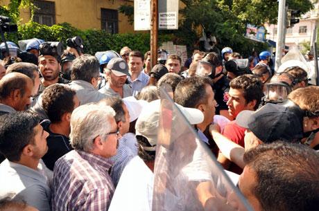 Diyarbakır'da BDP'li vekillere müdahale 14