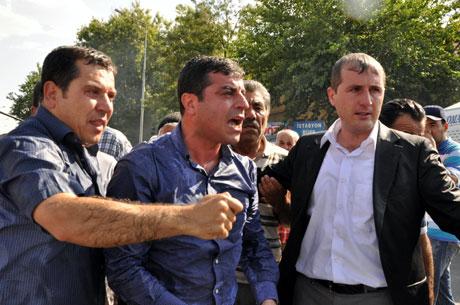 Diyarbakır'da BDP'li vekillere müdahale 16