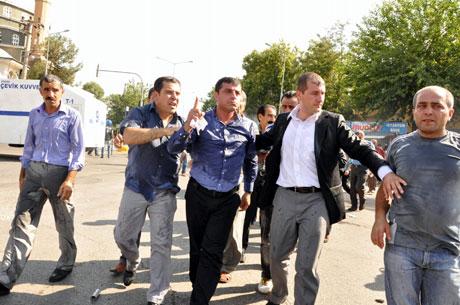 Diyarbakır'da BDP'li vekillere müdahale 17