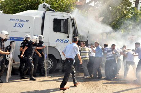 Diyarbakır'da BDP'li vekillere müdahale 18