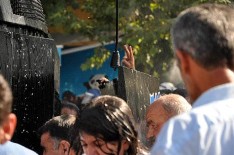 Diyarbakır'da BDP'li vekillere müdahale 20