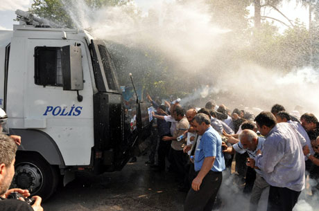 Diyarbakır'da BDP'li vekillere müdahale 22