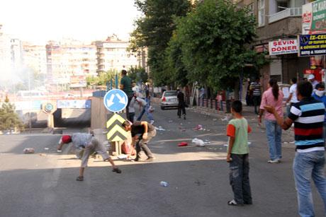 Diyarbakır'da BDP'li vekillere müdahale 28