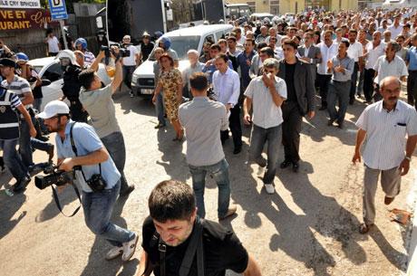 Diyarbakır'da BDP'li vekillere müdahale 37