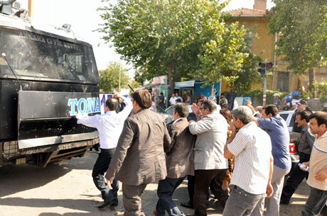 Diyarbakır'da BDP'li vekillere müdahale 41