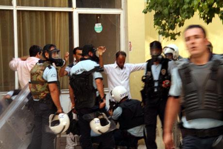 Diyarbakır'da BDP'li vekillere müdahale 45
