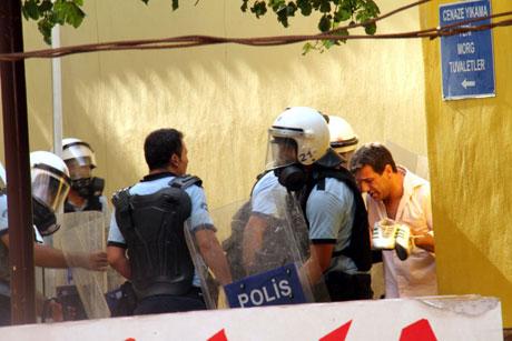 Diyarbakır'da BDP'li vekillere müdahale 48