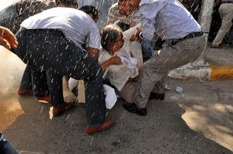 Diyarbakır'da BDP'li vekillere müdahale 5