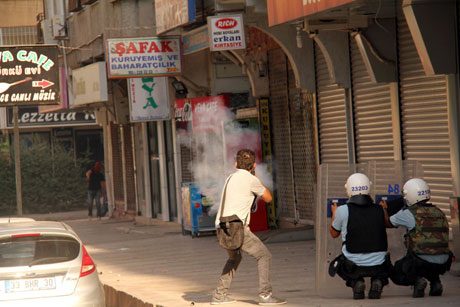 Diyarbakır'da BDP'li vekillere müdahale 50