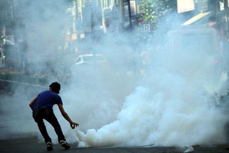 Diyarbakır'da BDP'li vekillere müdahale 57