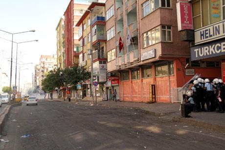 Diyarbakır'da BDP'li vekillere müdahale 59