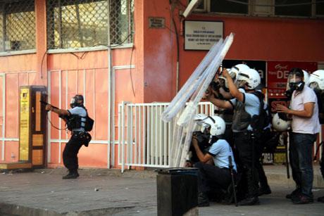 Diyarbakır'da BDP'li vekillere müdahale 60