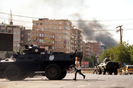 Diyarbakır'da BDP'li vekillere müdahale 62
