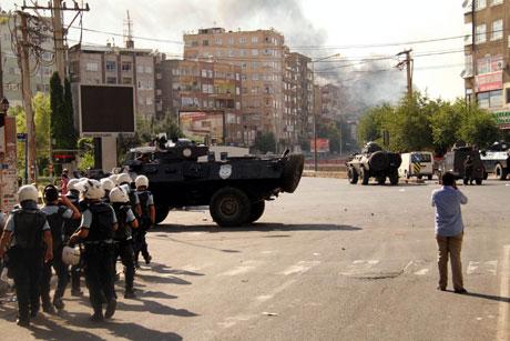 Diyarbakır'da BDP'li vekillere müdahale 63