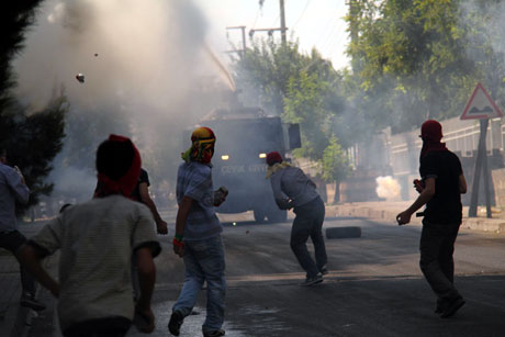 Diyarbakır'da BDP'li vekillere müdahale 69