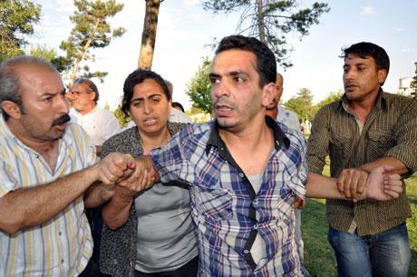 Diyarbakır'da BDP'li vekillere müdahale 75