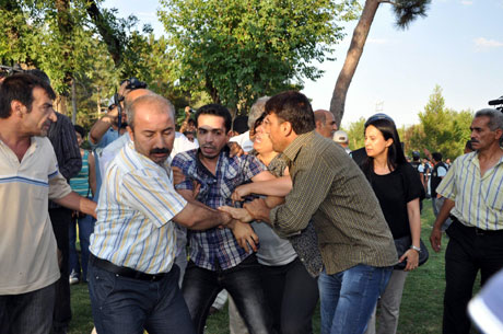 Diyarbakır'da BDP'li vekillere müdahale 79