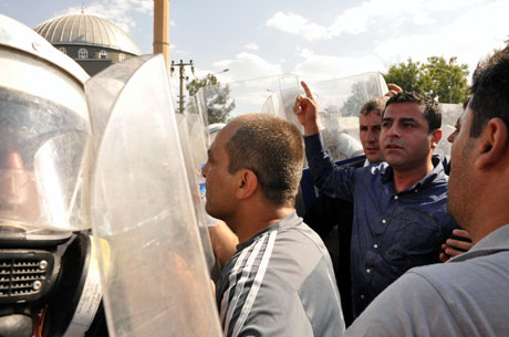 Diyarbakır'da BDP'li vekillere müdahale 8