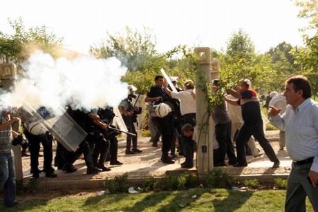 Diyarbakır'da BDP'li vekillere müdahale 82