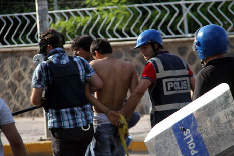 Diyarbakır'da BDP'li vekillere müdahale 92