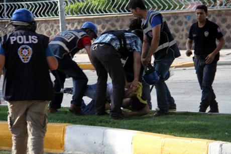Diyarbakır'da BDP'li vekillere müdahale 93