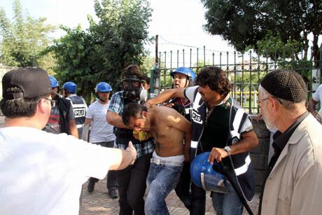 Diyarbakır'da BDP'li vekillere müdahale 94