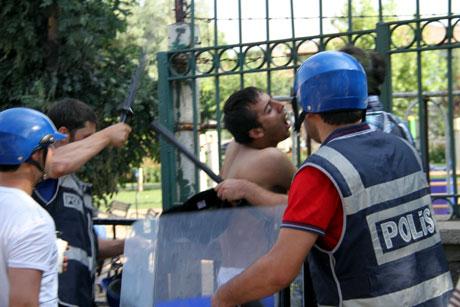 Diyarbakır'da BDP'li vekillere müdahale 96