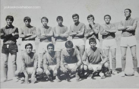 74'ün Yüksekova Lisesi futbol takımı 1