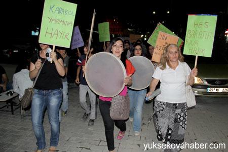 Hakkari'de kadınlardan gürültü eylemi 1
