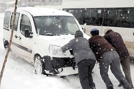 Yüksekova'da kar yağışı 25