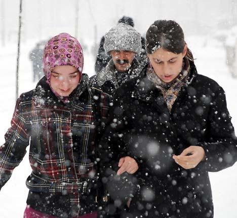 Yüksekova'da kar yağışı 32