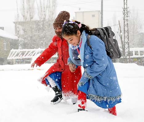 Yüksekova'da kar yağışı 39