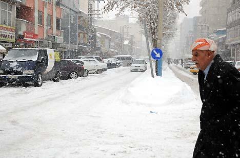Yüksekova'da kar yağışı 44