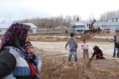 Erciş'te depremzedeler polis zoru ile sokağa atılıyor 2