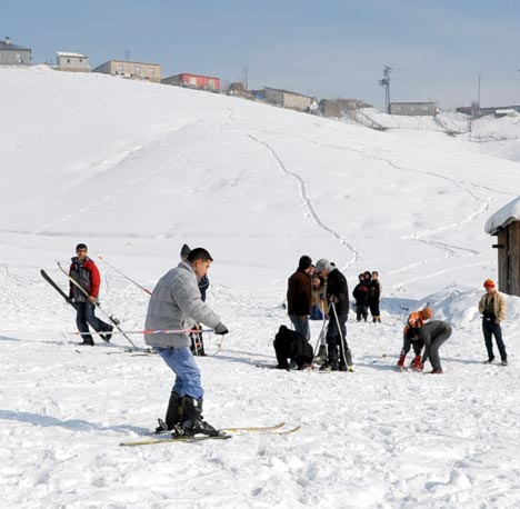 Yüksekova'da kayak keyfi 19