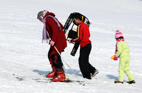 Yüksekova'da kayak keyfi 20