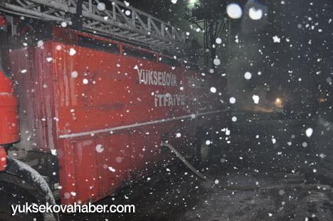 Yüksekova'da banka şubesi ateşe verildi 11